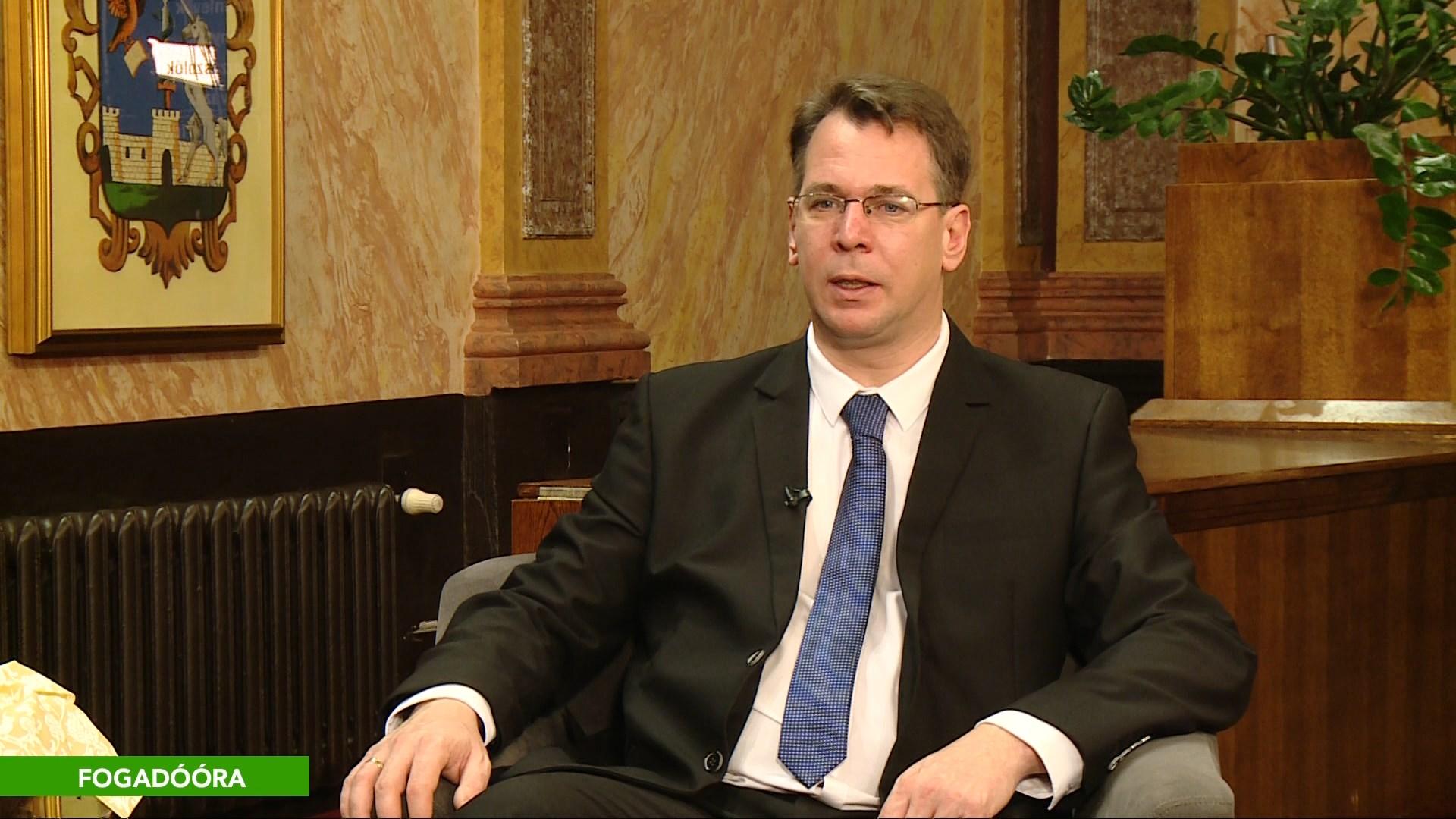 Évértékelő beszélgetés Mirkóczki Ádám polgármesterrel